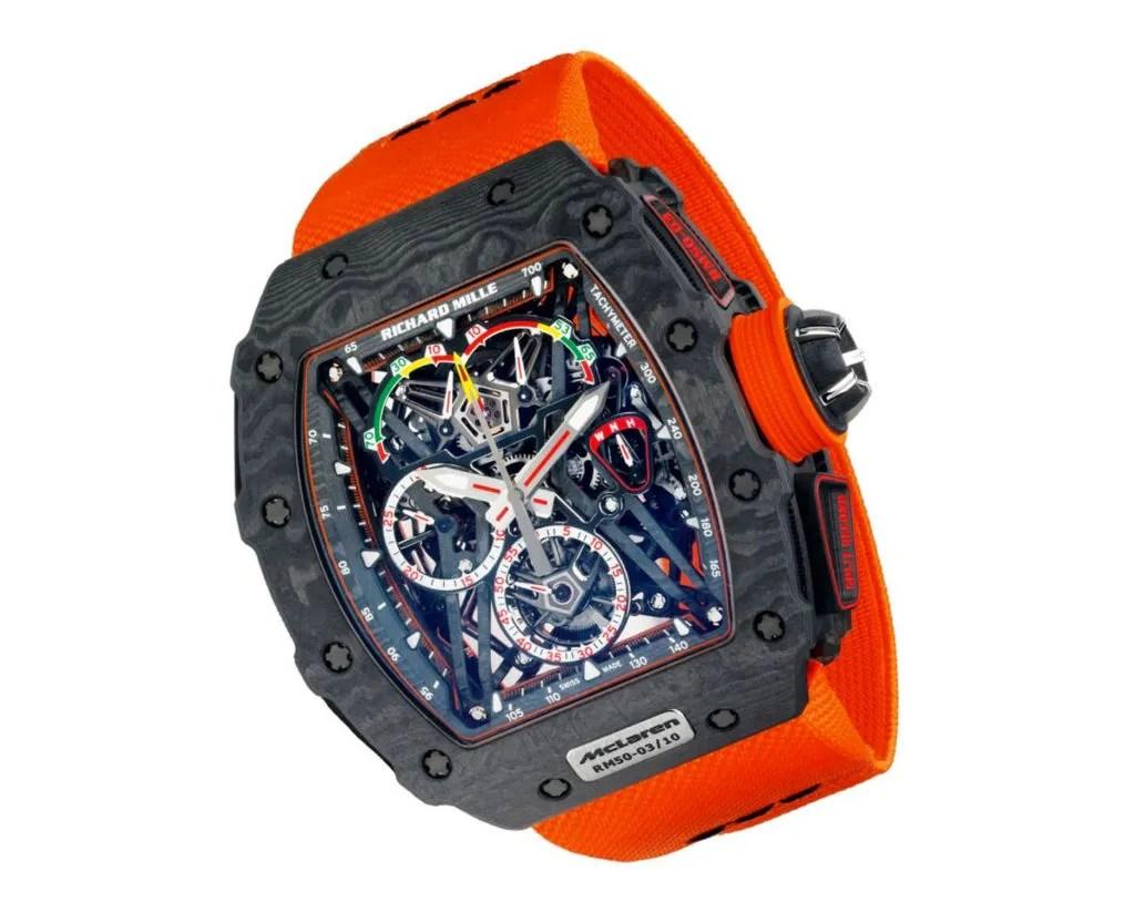 Reloj Richard Mille con correas en color naranja, caratula en negro y dial en forma esqueletizado