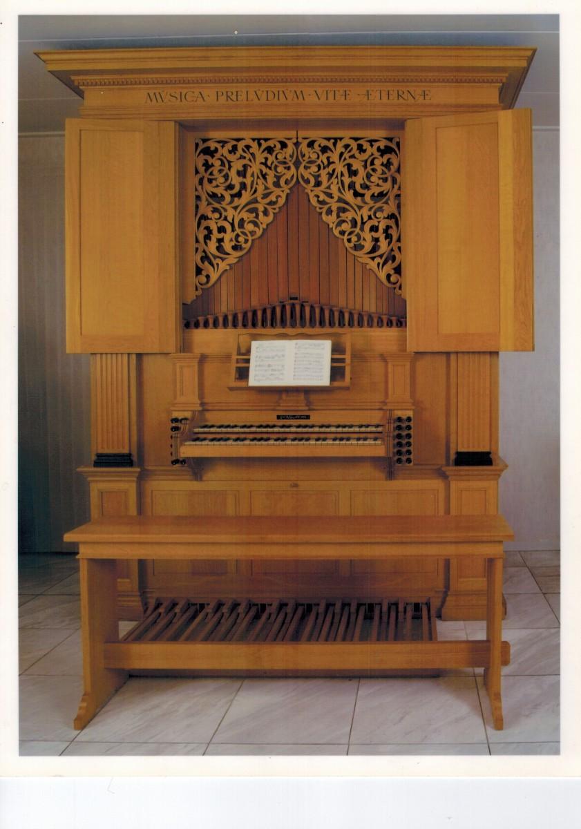Huisorgel, bouwjaar 1994. Voor dispostie + geluidsopname:http://www.wijtzes.nl/orgel/.