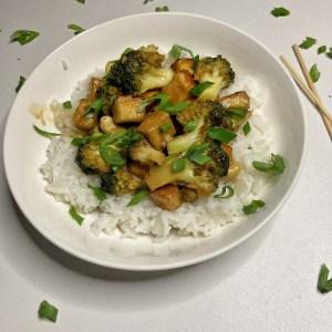 Tofu Brokoli Mladi luk Bel luk Đumbir Jasmin pirinač Sweet chilli Mešavina za terijaki Indijski orah Gustin