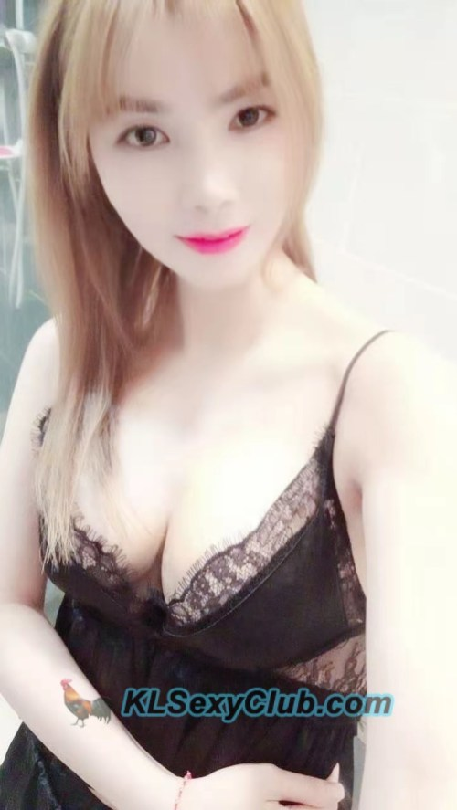 Elly from vietnam good services and friendly speak mandarin