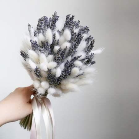 букет из сухоцветов - лагурус и лаванда