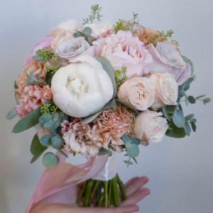 Букет невесты с кустовыми и пионовидными розами