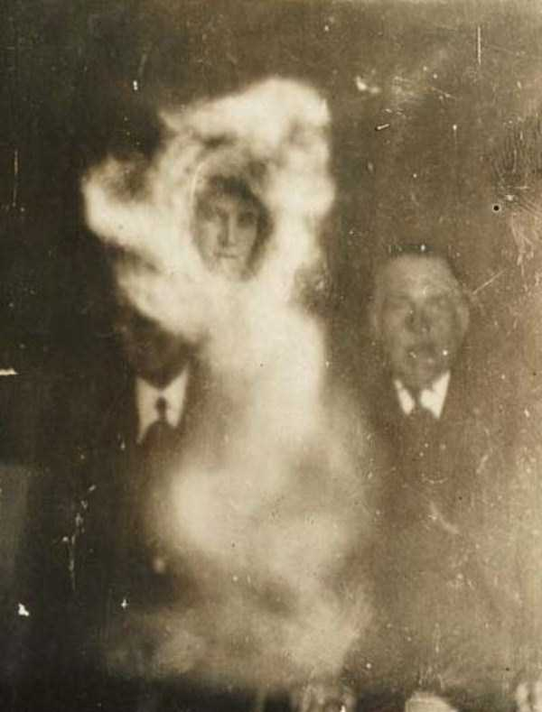 creepy pics from the past 14 Really Creepy Photos From 1920s (23 photos)