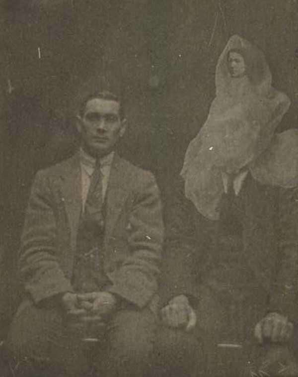 creepy pics from the past 19 Really Creepy Photos From 1920s (23 photos)