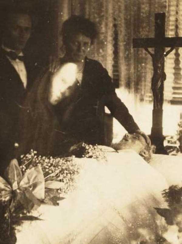 creepy pics from the past 21 Really Creepy Photos From 1920s (23 photos)