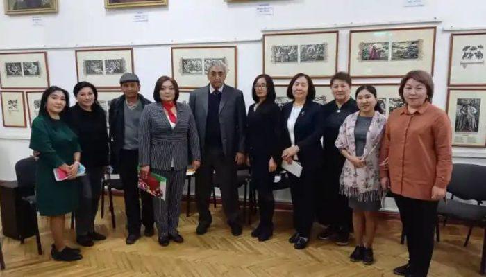 Жыргалбек Касаболот: Кыргыз аялдарынын дүйнөсү Топчугүл Шайдуллаеванын чыгармаларында