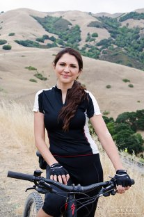 HollyMotaghi-kmcnickle-marinheadlines-mountainbiking-portrait