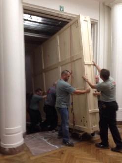 """Donderdag 11/9: Rubens' """"Tijgerjacht"""" uit het Musée des Beaux-Arts van Rennes komt aan en past net onder de deur."""