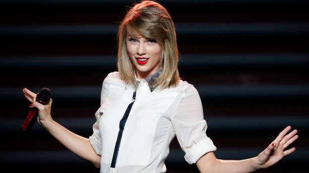 Taylor Swift plea convinces Apple to pay royalties during Apple Music trials