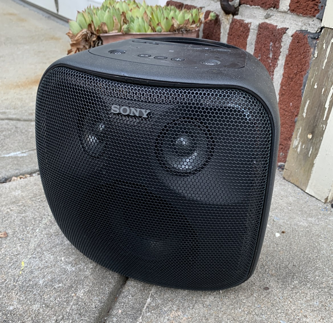 Sony brings the noise to your outdoor BBQ with the XB501G