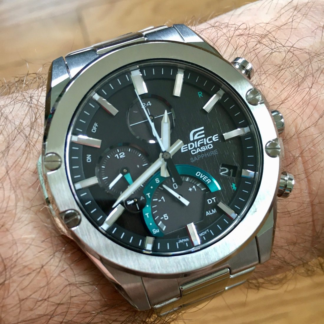 Smart and thin – that's how you describe the Casio Edifice Slim Connected EQB1000D-1A