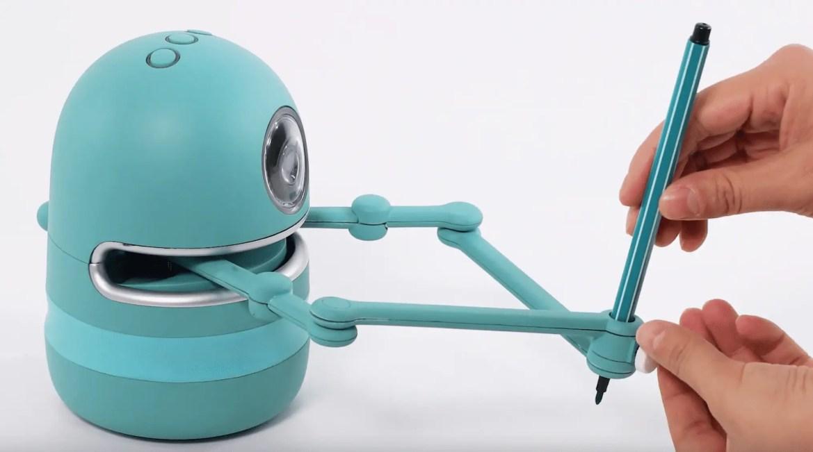 Quincy the robotic artist will delight your wee ones