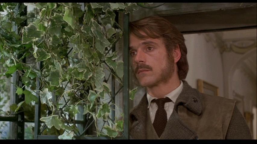 Charles Smithson (Jeremy Irons)