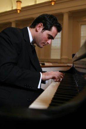 Jandali at the piano. Photo: http://www.echo-sada.org/?q=en/node/85