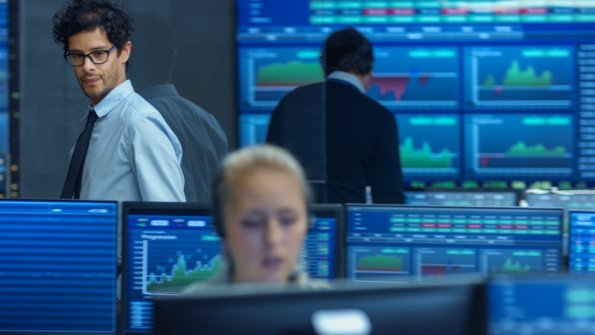 FTSE 100 closes lower as risk-off sentiment persists