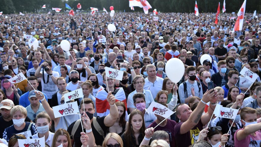 Rally for opposition leader in Belarus draws huge crowd