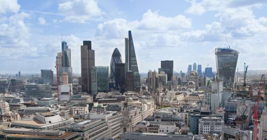 FTSE 100 ends lower on pressure from pound, Wall Street fends off tech wobble