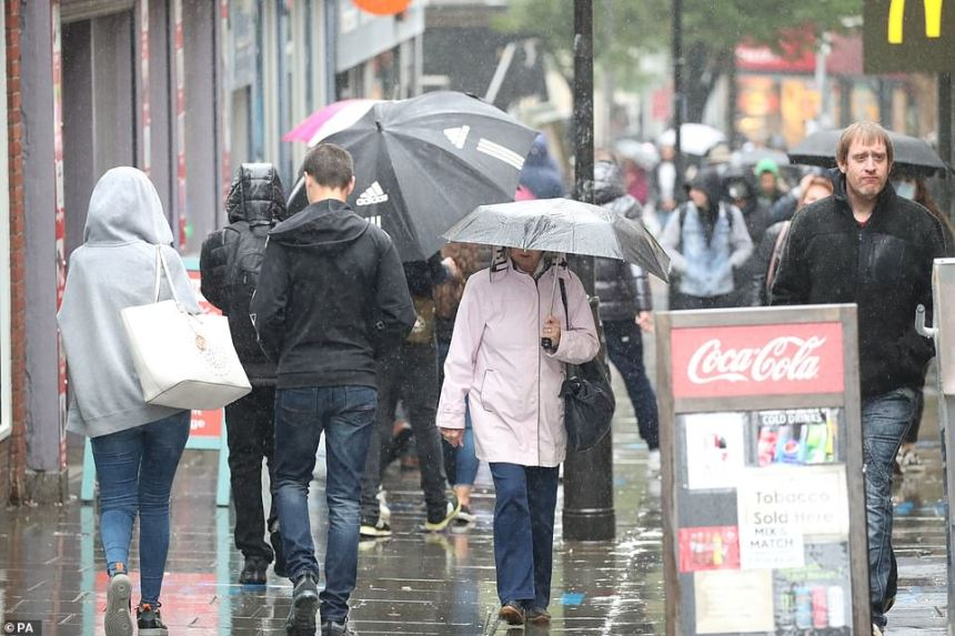 Met Office weather warning: Two alerts as two inches of rain threatens floods TOMORROW
