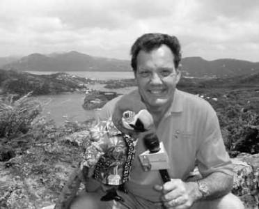 Joey Stevens en zijn papegaai Bob. FOTO CTB