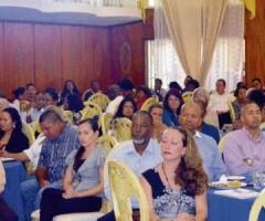 De lunchlezing gisteren in Because Entertainment Center. Op de voorgrond Cristina de Freitas Bras met links achter haar de voorzitter van Adeck Wilbert Geertruida.