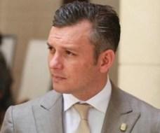 Minister President Gerrit Schotte vs VDC Hoofd E. Gumbs