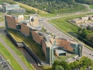 Het kolossale hoofdkantoor in Amstelveen is veel te groot en te duur gebleken voor KPMG. Het pand, beladen met schaamte en schande, dreigt uit te draaien op een financiële ramp voor de accountantsreus. Foto |  OUDSHOORN, RENE