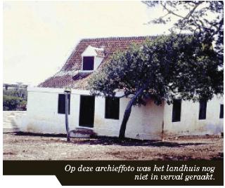 Op deze archieffoto was het landhuis nog niet in verval geraakt.