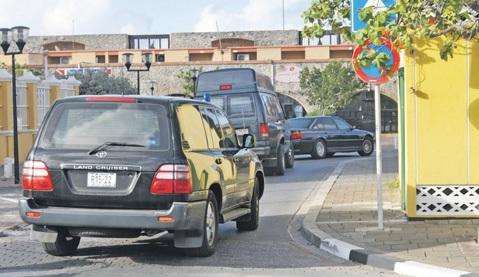 Verdachten Pieter en Damascus werden ook in gepantserde SUV's naar het stadhuis gereden. FOTO'S JEU OLIMPIO