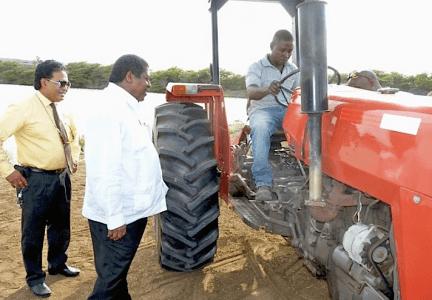 Drie tractoren weer in gebruik