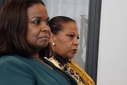 Regeringsvertegenwoordiger Marvelyne Wiels (links) van Curaçao en Josianne Fleming-Artsen (rechts) van Sint Maarten | John Samson