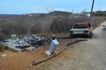 De buurt in Tera Pretu heeft het huis van Jamil in brand gestoken | Foto: Persbureau Curacao