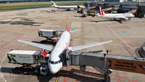 een toestel van Air Berlin arriveert in Düsseldorf Bart | Kamphuis / NOS
