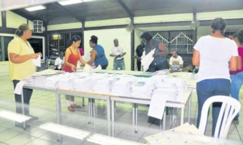 Zeven partijen halen kiesdrempel: dertien partijen bij aankomende verkiezingen   Extra