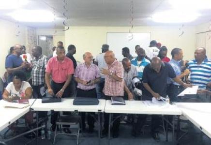 Vakbonden roepen op tot algehele staking