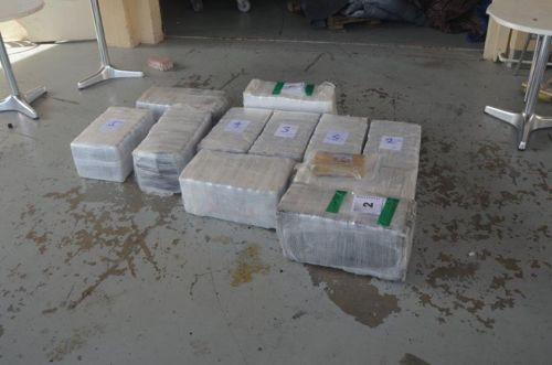 Kustwacht onderschept 220 kilo drugs na wilde achtervolging