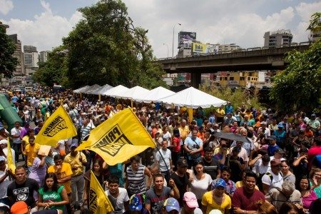 The Venezuelan opposition collects signatures on Wednesday as part of a referendum process to remove President Nicolás Maduro