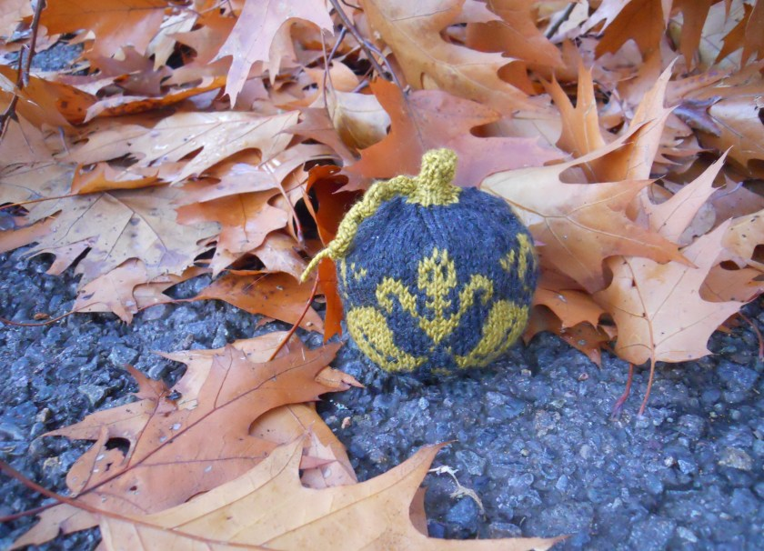 Colorwork Mini Pumpkin with Fall Leaves