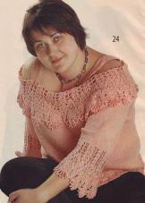 Персиковый пуловер с открытыми плечами