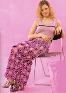 Розовое платье из мотивов