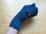 Durch das Umklappen werden schnell Fäustlinge aus den fingerlosen Handschuhen