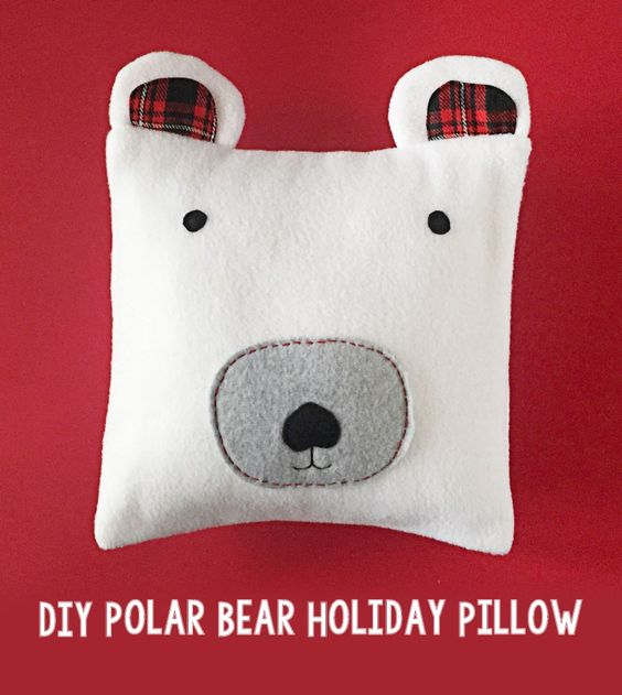 Pin Ups and Link Love: Polar Bear Pillow | knittedbliss.com