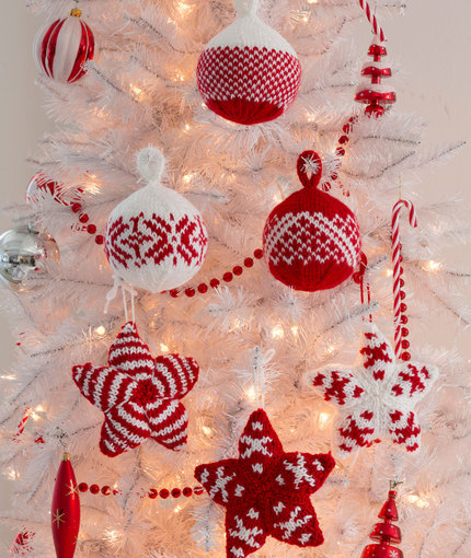Knit some cute ball and star ornaments for the tree