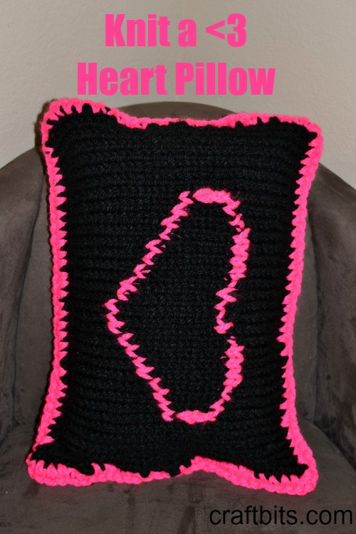 Knit a pillow with the <3 symbol