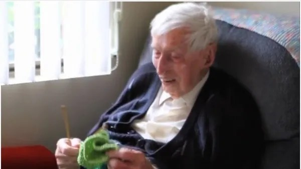 austraila's oldest man is also a knitter