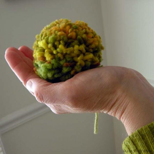 make pompoms with a yarn winder