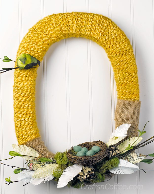 make a spring wreath wrapped in yarn