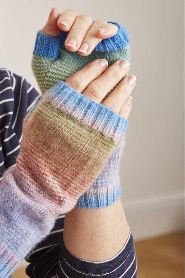 Helical knit armwarmers