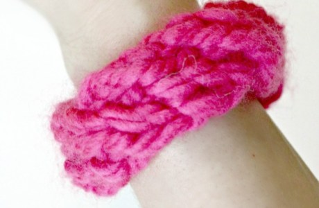 Kids Can Knit Their Own Friendship Bracelets
