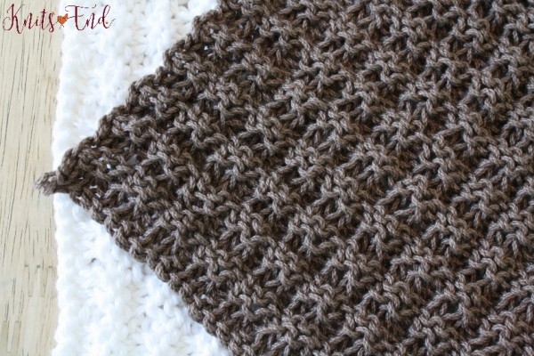 Waffle stitch dishcloth knitting pattern.
