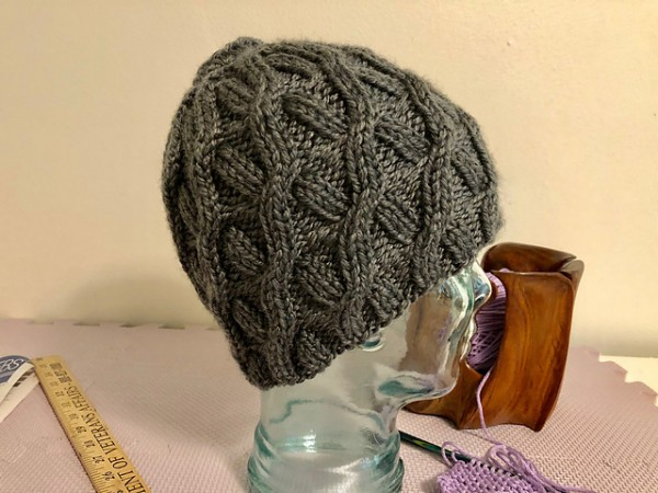 cabled messy bun hat knitting pattern